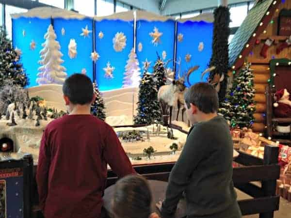 Santa's-Wonderland-Bass-Pro-Shops