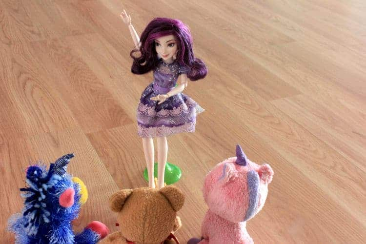Disney-Descendants-Doll-Play