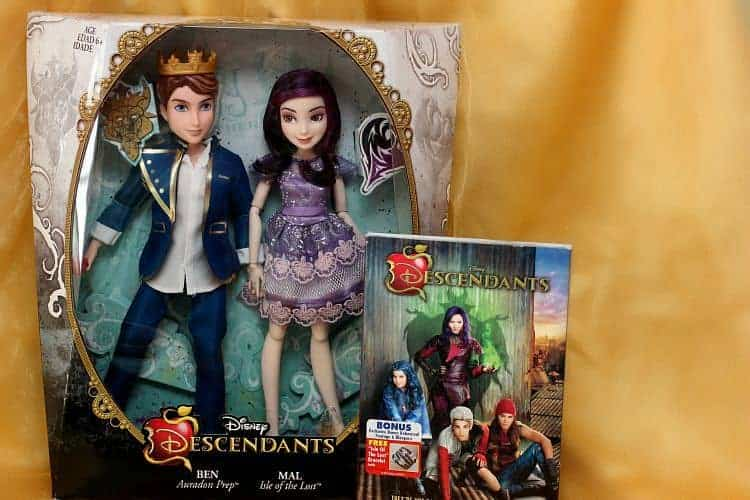 Disney-Descendants-Dolls-Mal-Ben-DVD