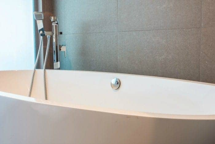 how-to-re-cauk-your-bathroom